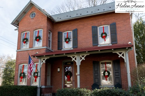 Red brick and wreathes = dreamy!