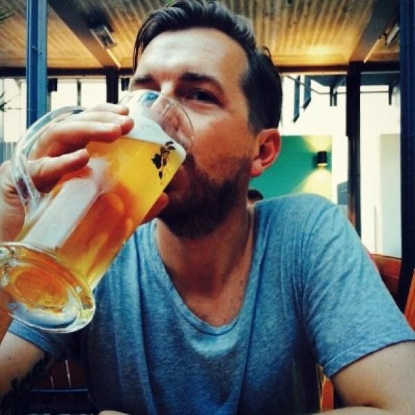 Cheers guys! Über mich Reiseblog Travel with Massi Ich und ein Bier