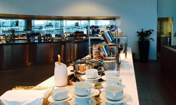 Lufthansa Senator Lounge München H Non-Schengen Review Buffetinsel