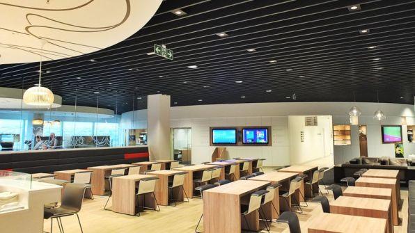 Brussels Airlines Lounge The Loft Flughafen Brüssel-Zaventem Esstische