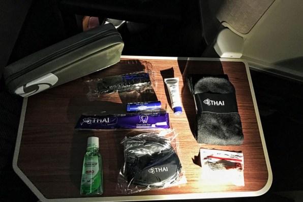 Review Thai Business Class Frankfurt - Phuket Amenity Kit