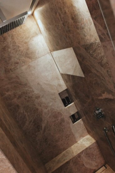 Review The Ritz-Carlton Wolfsburg Club Suite Badezimmer Dusche