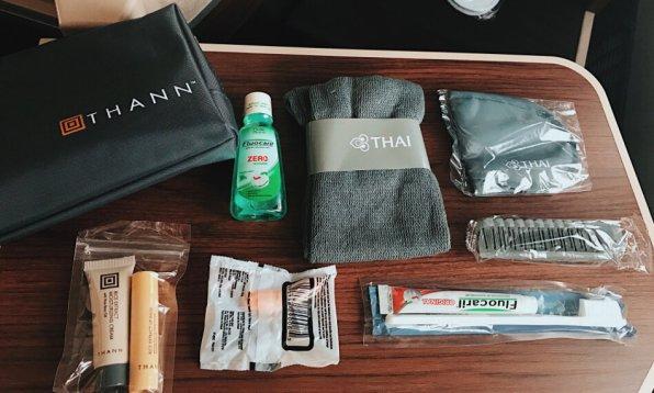 Review Thai Business Class 777 Phuket - Frankfurt Amenity-Kid