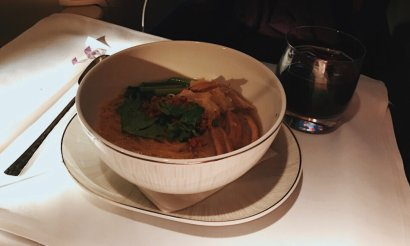 Thai Business Class Boeing 777-300ER Phuket - Frankfurt Yellow Noodle Soup Snack