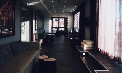 Lindner Hotel City Plaza Köln First Class Lounge Bücherei