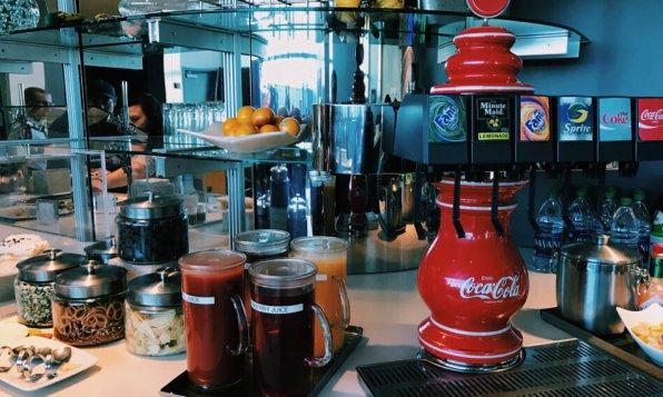 Review Lufthansa Senator Lounge Washington Dulles Buffet Getränke Softdrinks