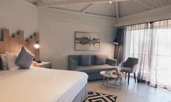 JA Hatta Fort Hotel Dubai Deluxe Mountain View Room Blick zur Sitzecke