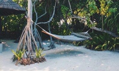 Review JA Manafaru Maldives 1 Bedroom Beach Suite Villa Aussenbereich Hängematte