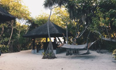 Review JA Manafaru Maldives 1 Bedroom Beach Suite Villa Aussenbereich Beach Cabana