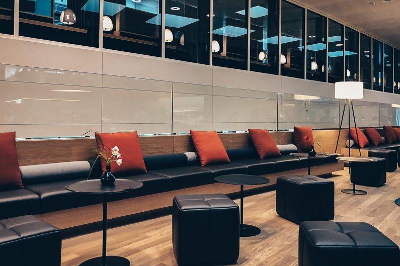 Neue Swiss Business und Senator Lounges Zürich A Loungebereich