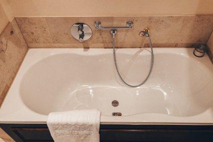 Review Bülow Palais Dresden Hotel Deluxe Doppelzimmer Badezimmer Badewanne