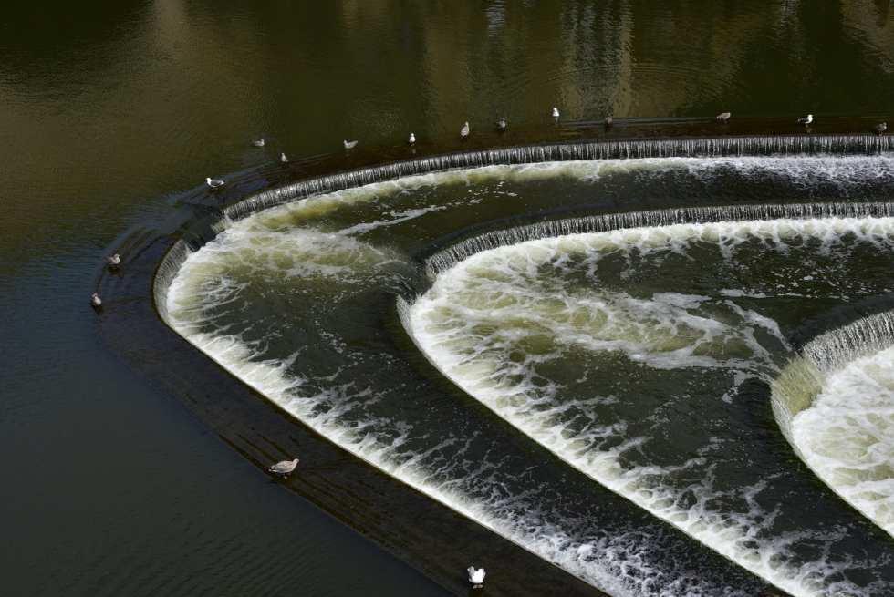 普特尼橋前特色的三層水鋪