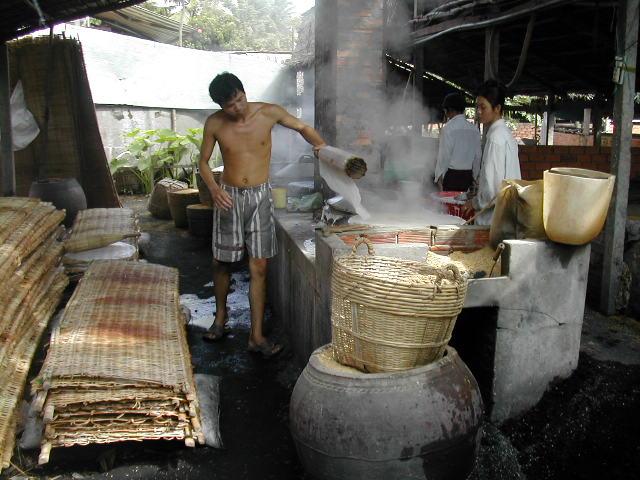 ייצור אטריות אורז בדלתת המקונג