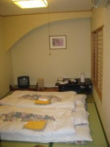 חדר יפני מסורתי עם טאטמי