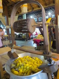 בית אריגה למשי בכפרי האמנים בצ'יאנג מאי