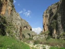 המערות בנחל עמוד תחתון