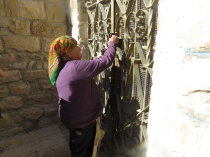 מרגלית זינאתי בבית הכנסת בפקיעין