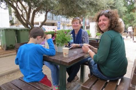 הפסקת קפה בשדרות בן גוריון בתל אביב