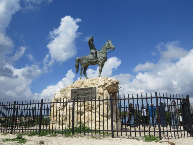 האנדרטה של איש השומר אלכסנדר זייד בגבעת שייח' אבריק
