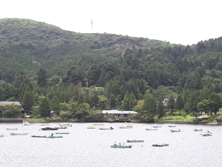 שיט באגם אשי בהאקונה