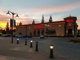 מסעדת ציז קייק פקטורי בעיירה פרסנו