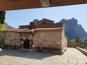 מסלול הליכה למנזר השילוש הקדוש במטאורה
