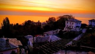 זריחה מהמלון בפיליון, בעיירה טסגרדה, יוון