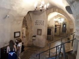 בבית הכנסת הישן – חדש (אלטנוי שול)