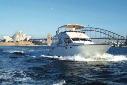 Sensational Sydney Cruises with Sydney Opera House and Sydney Harbour Bridge behind