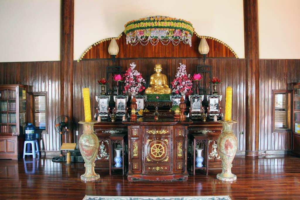 Vietnam Ngọc Cẩm Pagoda