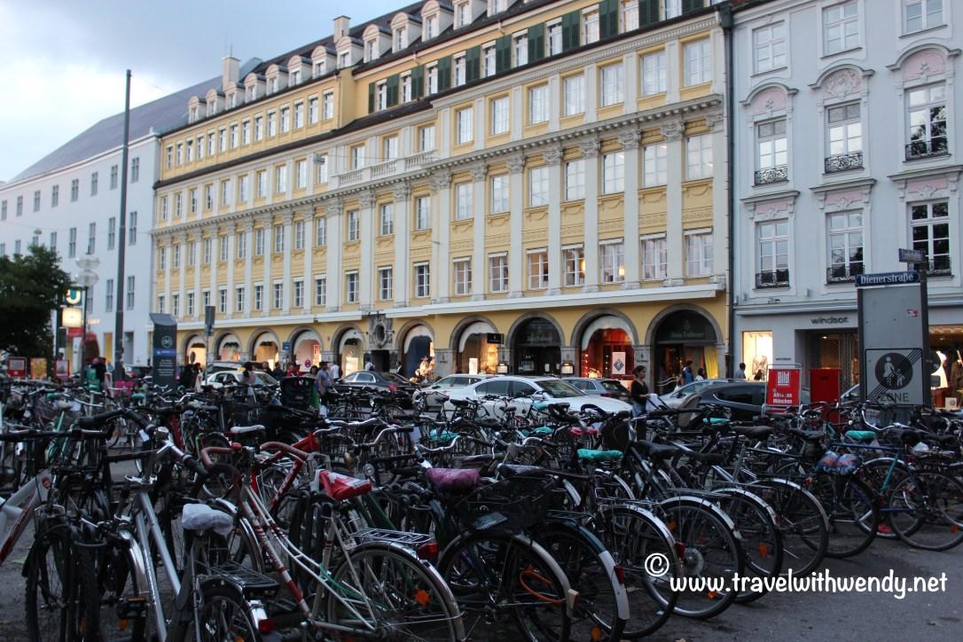 TWW - walkway in marienplatz
