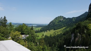 TWW - Neuschwanstein and lake