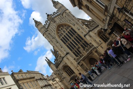 tww-bath-abbey-courtyard