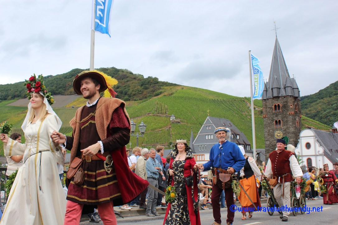 tww-queen-and-her-subjects-bernkastel-kues-fest