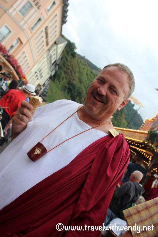 tww-roman-toga-participant-with-ice-cream