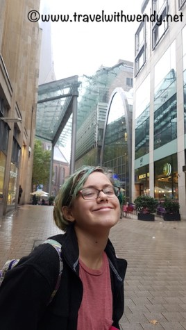 shopping-girl-visit-hamburg