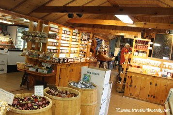 travel-with-wendy-dakin-farms-store-vergennes-www-travelwithwendy-net