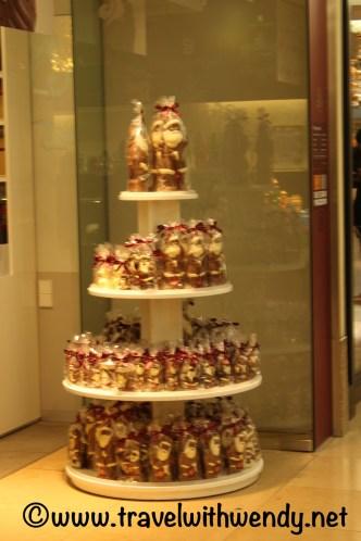 christmas-santas-at-the-mall