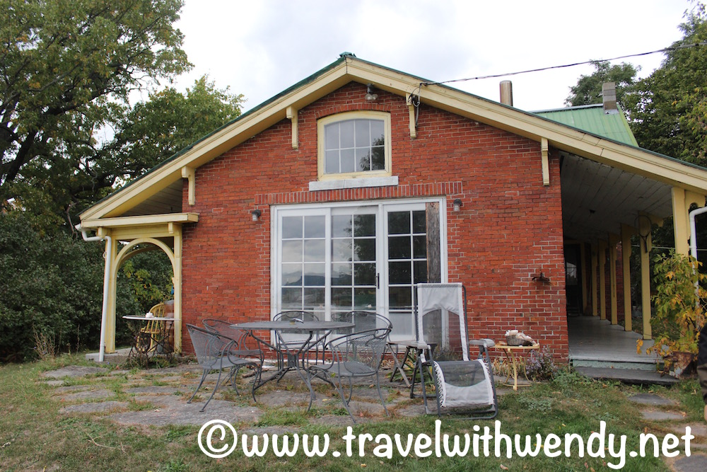 tww-where-to-stay-cottage-in-vermont-airbnb