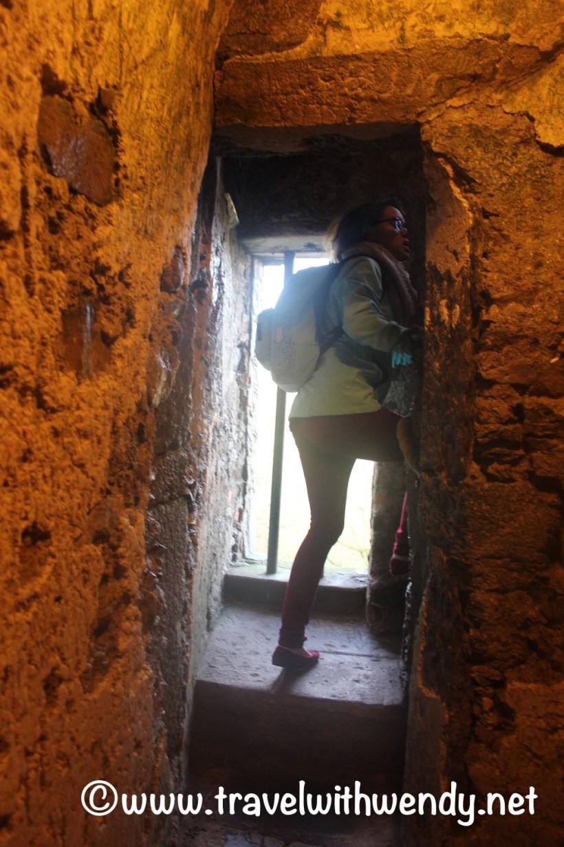 narrow-walkways-blarney-castle