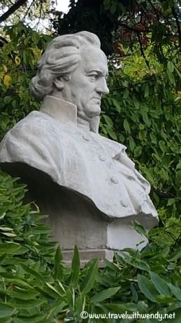 Goethe statue - not Jim Belushi