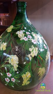 Demijohns decorated for Italy