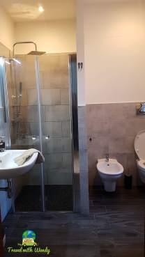 Roomy- modern bathroom - YAY!