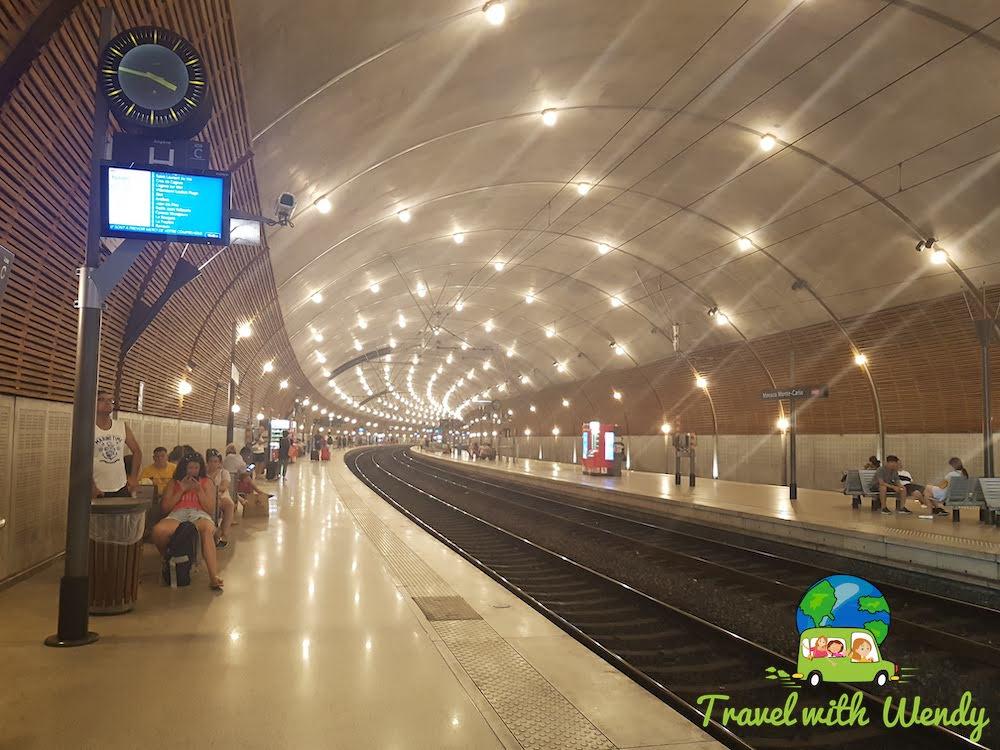 Train around Provence