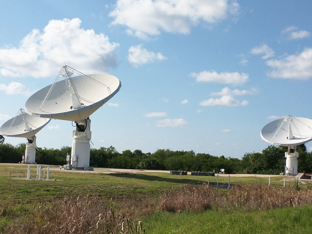 radar_dishes_nasa_travelxena