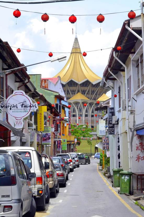 Kuching with kids - street