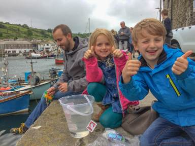 two children and dad crabbing