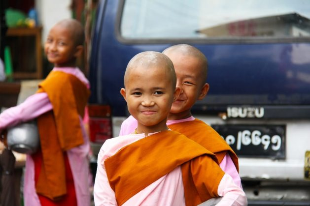 Buddist girls in Yangon