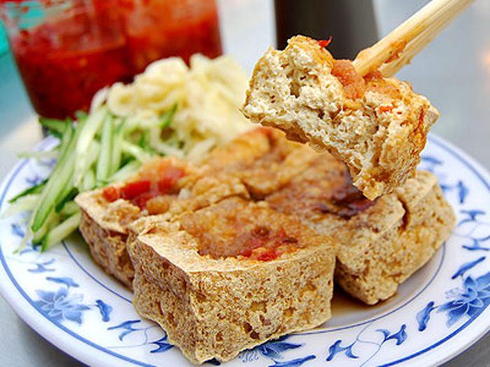 【一度は食べてみたい海外グルメ♪】旅行のプロおすすめ!料理&レストラン100【46】香港の臭豆腐(香港・アジア) | Travelzaurus.com(トラベルザウルスドットコム)