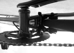 Road-Elite-Stealth-titanium-bottom-bracket